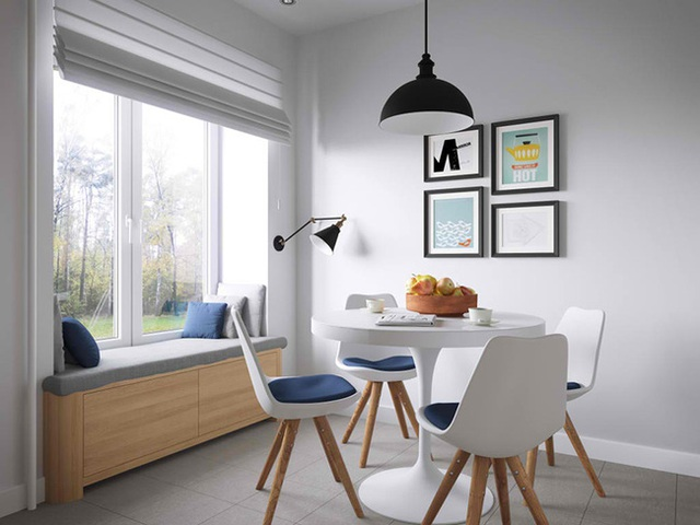 Bàn ăn đặt gần cửa sổ thoáng đãng. Đặc biệt cửa sổ còn được tận dụng tối đa bằng cách đặt thêm một băng ghế, tạo nên góc đọc sách lý tưởng.