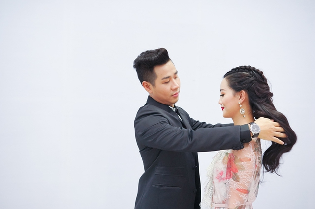 Đáp lại sự ân cần của Quỳnh Chi, Nguyên Khang cũng chăm chút cho đàn em.