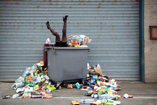 Con người sẽ ngập chìm trong rác thải của chính mình nếu không biết cách thay đổi cách sống.