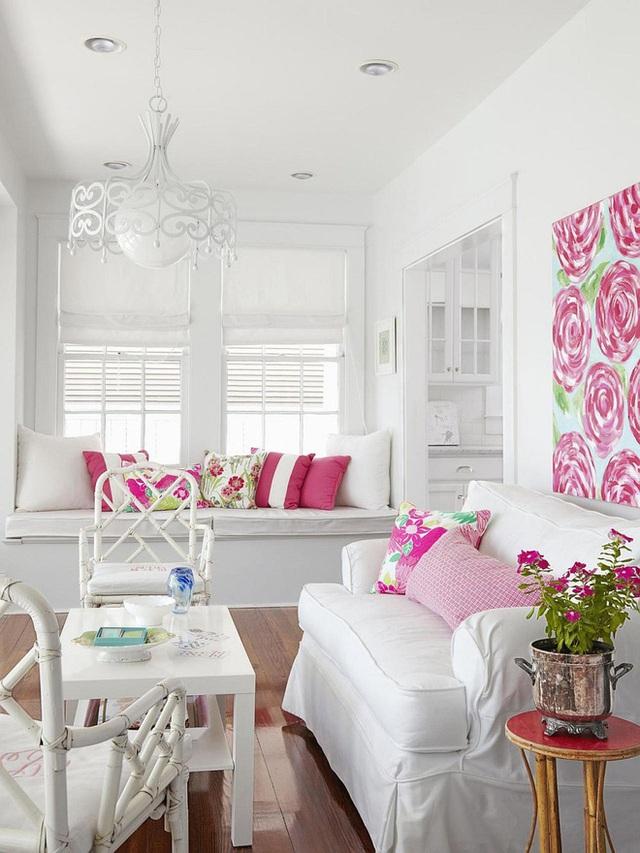 8. Cặp màu hồng - trắng ngọt ngào nữ tính của căn phòng này sẽ giúp hội chị em có những giờ phút thư giãn và tám chuyện thật thú vị.