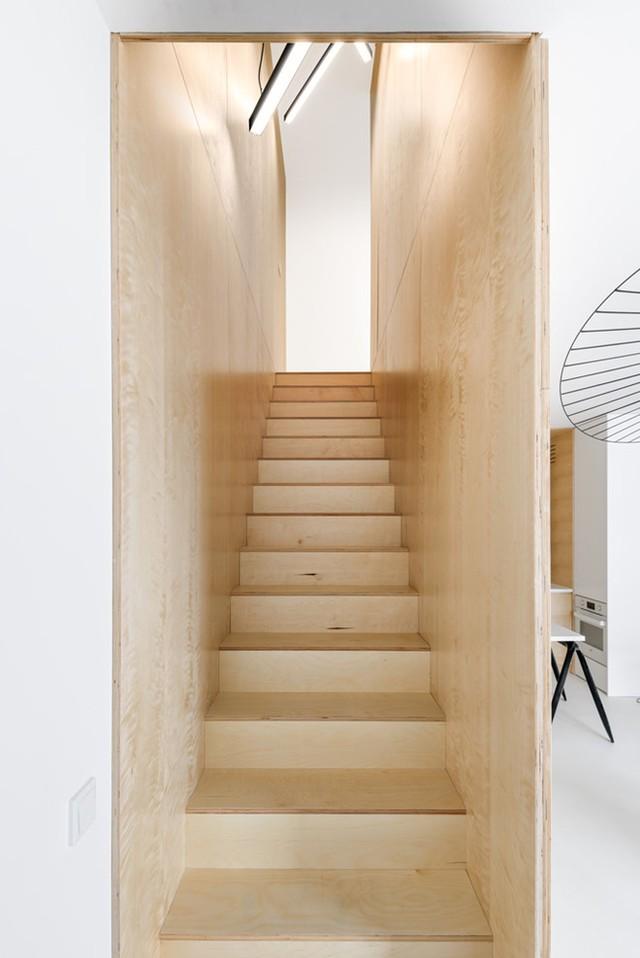 Cầu thang của căn hộ.