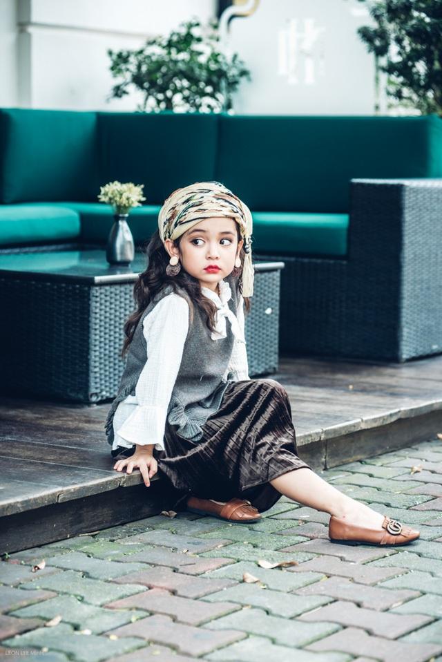 Diệp Anh biết đàn, hát và nhảy. Cô bé có sở thích được chụp hình và vui chơi cùng các bạn như mọi đứa trẻ khác.