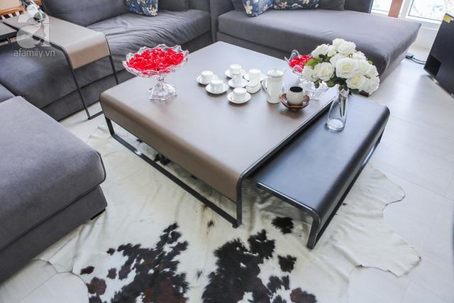 Chiếc bàn nước có thể mở rộng, phù hợp với những lúc nhà đông khách.