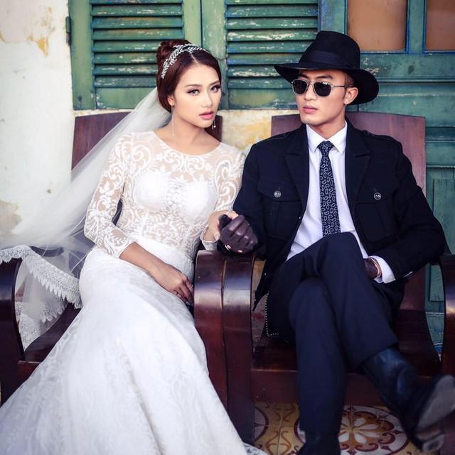 Ảnh cưới của cặp đôi được cô dâu Thu Thảo chia sẻ trên trang cá nhân. Năm nay 22 tuổi, vợ Quốc Đam vừa tốt nghiệp và hiện kinh doanh ngoài.