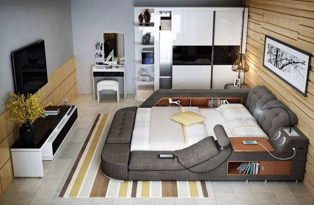 Không chỉ tiện nghi, chiếc giường này còn có kho chứa đồ rộng và linh hoạt với ngăn đồ rộng dưới gầm giường. 2 bên khung giường có thêm khá nhiều ngăn để chứa sách vở, đồ dùng cá nhân. Thậm chí các nhà sản xuất Tatami còn có thể thay đổi những ngăn chứa này thành ngăn đựng quần áo khá tiện.