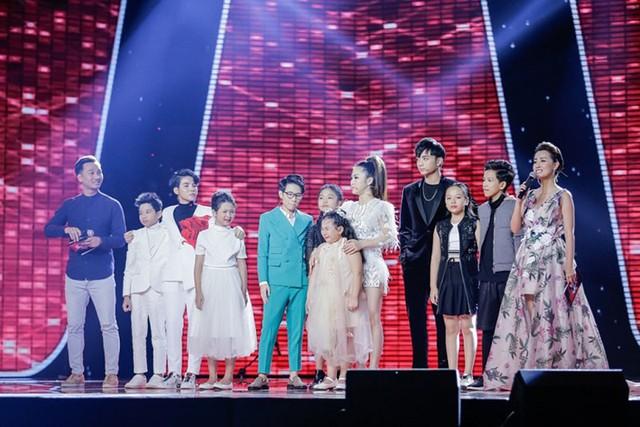 Cuối đêm thi, 6 tài năng nhí của cả 3 đội cùng bước ra sân khấu để nhận kết quả. Với kết quả bình chọn cao từ phía khán giả, Ngọc Ánh, Như Ngọc và Hoài Ngọc là ba thí sinh sẽ cùng tranh tài trong đêm Chung kết Giọng hát Việt nhí 2017. Đêm chung kết được truyền hình trực tiếp vào lúc 21h00 ngày 25/11 trên kênh VTV3.