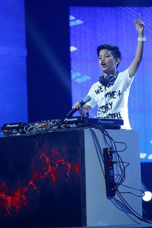 Từng tham gia Little Big Shots Thái Lan, Pique đã làm cho khán giả ở quê nhà rất yêu thích. Đến với Mặt trời bé con, Pique với khả năng chơi DJ điêu luyện đã khiến cho cả trường quay đứng ngồi không yên.