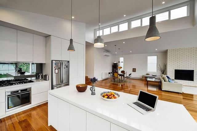 Một cái nhìn tuyệt vời đến từ nhà bếp cho chúng ta thấy được từ sự đơn giản sẽ đem đến được hiệu quả bất ngờ cho thiết kế và không gian.