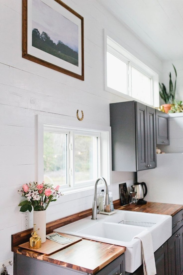 Từng không gian sống được thiết kế nhỏ xinh phù hợp cho cặp vợ chồng mới cưới đều làm cho người xem cảm thấy cực thích thú.