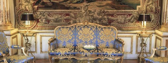 Cung điện Elysée đóng cửa suốt Thế chiến II. Điều đáng chú ý là các quan chức cấp cao của Đức Quốc xã mặc dù chiếm đóng ở Paris nhưng không sống và làm việc ở Điện Elysée vì e ngại người dân Paris sẽ tức giận và phản kháng.