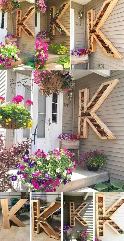 9. Bạn cũng có thể gây ấn tượng bằng chậu cây hình chữ cái độc đáo treo trên tường nhà. Ví dụ như có thể là chữ cái bắt đầu bằng họ của gia đình, hay tên cô hoặc cậu nhóc nhà bạn. Cách này thực sự sẽ gây ấn tượng rất mạnh và cá tính cho nhà bạn.