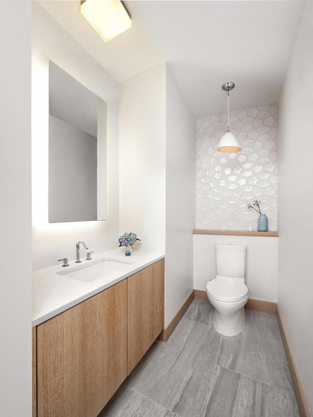 9. Và giờ là lúc để bạn bắt tay vào việc bổ sung thêm một chiếc gương gắn tường vơi hệ thống đèn âm thế này bên trong căn phòng tắm gia đình.