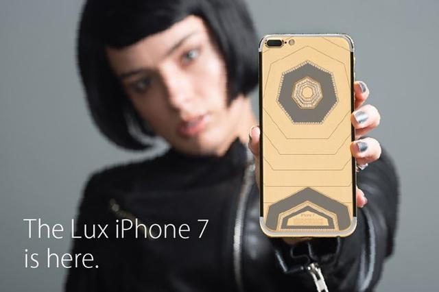 Với phiên bản đặc biệt hơn là Deluxe Iphone 7 24K Gold, Brikk đưa giá dao động từ 220 đến 500 triệu đồng.