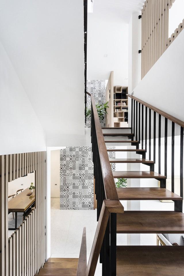 Cầu thang chính của căn nhà.