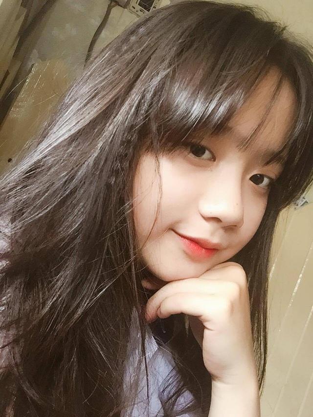 Trang cũng rất thích tham gia các hoạt động ngoại khóa ở trường từ khi học cấp 1 cho tới bây giờ. Có thể nói, cô là một hoạt náo viên của lớp.
