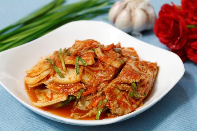 Món kim chi cải thảo khi hoàn thành có vị đặc trưng rất ấn tượng, hơn nữa việc bạn tự làm ở nhà sẽ đảm bảo chất lượng vệ sinh hơn cho món ăn.