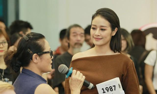 Mẹ Ngô Phương Lan tâm sự rằng, bà rất tự hào về những gì con gái đã làm được. Sự trưởng thành của Hoa hậu gắn liền với những chuyến công tác ở nước ngoài của bố mẹ.