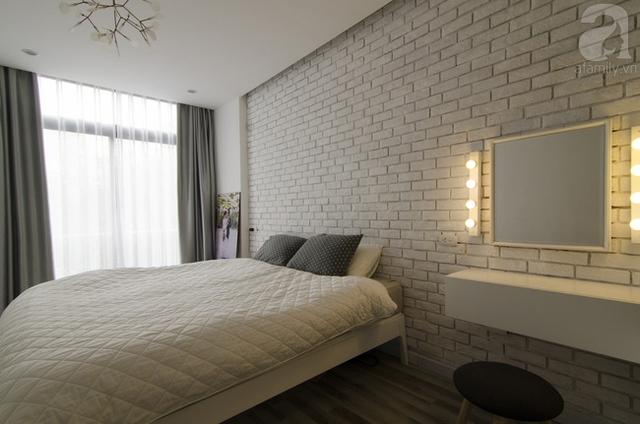 Phòng ngủ mang hiện đại và đơn giản đúng tiêu chí là nơi nghỉ ngơi của cặp vợ chồng trẻ.