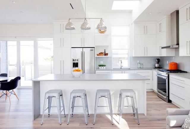 10. Khi bạn muốn căn bếp trông sang chảnh hơn đôi chút thì chất liệu đá cẩm thạch tự nhiên sẽ là lựa chọn hoàn hảo nhất.
