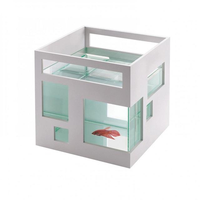 Không phải là bể cá bình thường, nó được trang bị vỏ ngoài bằng nhựa ABS, bể chứa được làm từ chất liệu kính trong suốt, xếp chồng lên nhau để tạo ra một cái nhìn mới lạ hơn.