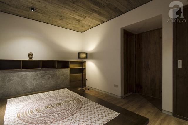 Phòng ngủ cũng mộc mạc và hạn chế nội thất rườm rà.