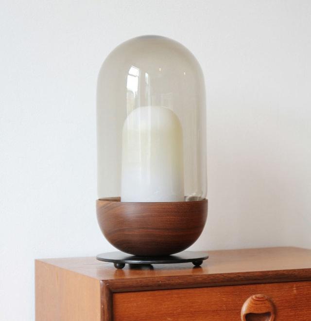 10. Những mẫu đèn ngủ có lồng kính bọc bên ngoài cũng là lựa chọn thường thấy của nhiều người.