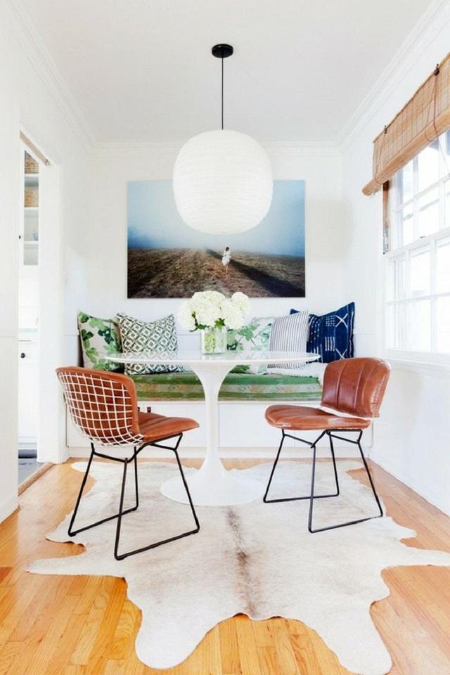 Những chiếc bàn tròn cần rất ít không gian, vậy nên bạn hãy luôn ưu tiên lựa chọn nó nếu muốn sử dụng không gian nhà bếp theo cách thông minh nhất.