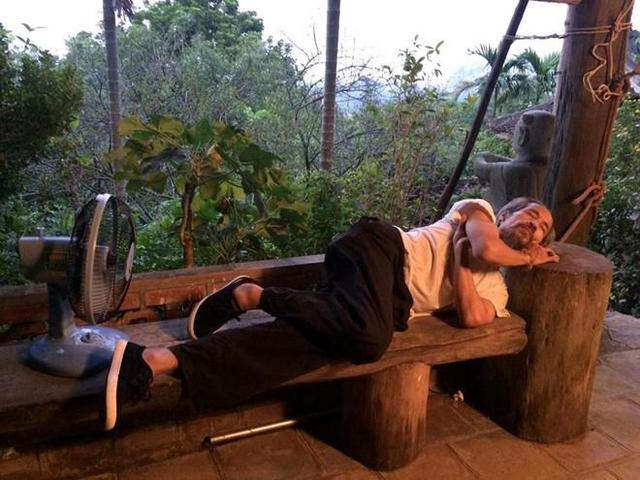 Giấc ngủ an yên hiếm hoi của Bạo chúa Thế chột giữa chốn giang hồ không bình lặng.