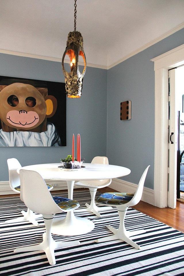 Tấm thảm sọc đen trắng là mảnh ghép hoàn hảo cho phòng ăn hiện đại, thể hiện rõ xu hướng trang trí nhà hiện đại.