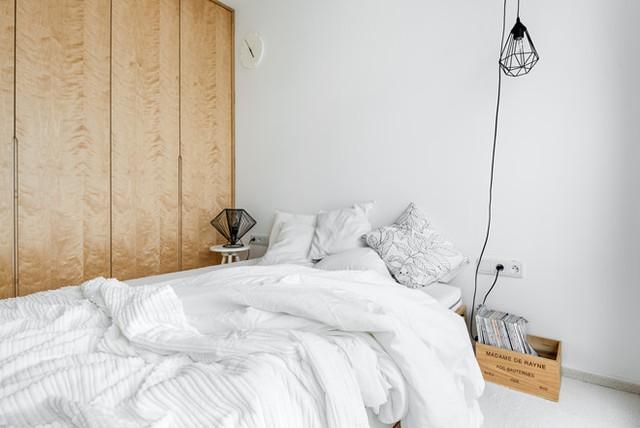 Cả căn hộ được thiết kế theo phong cách tối giản, hạn chế tối đa nội thất cần sử dụng cũng như các chi tiết trang trí.