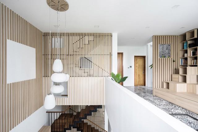 Các chi tiết gỗ được sử dụng nhiều trong công trình, mang đến cảm giác ấm áp.