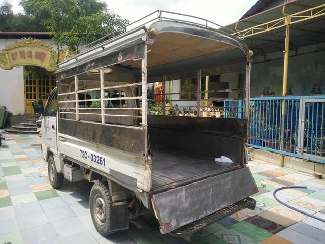 Chiếc xe đưa rước các em nhỏ đi học mỗi ngày của Tịnh xá.