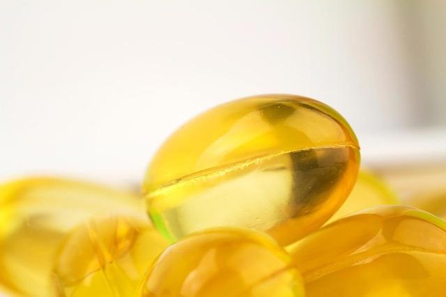 Cắt một viên nang vitamin E và nhỏ một ít chất lỏng vào chỗ đau. Tinh dầu sẽ bao phủ vết loét giúp bảo vệ khỏi bị nhiễm trùng và giúp nhanh chóng chữa lành vết thương.