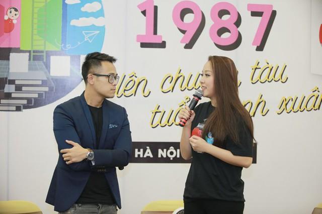 Khi lên sân khấu giao lưu cùng MC Đức Bảo, Hoa hậu Thế giới người Việt 2007 tiết lộ rằng, cô được học về giới tính vào năm lớp 5 bởi từ nhỏ cô đã sống ở nước ngoài. Tuy vậy, cô đã giữ trái tim mình đến năm 18 tuổi mới có mối tình đầu tiên.