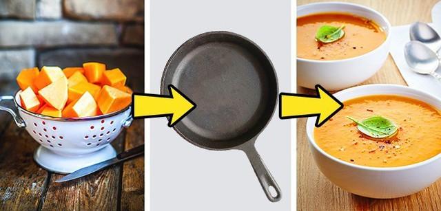 Trước khi nấu các món súp rau củ quả, bạn cần chiên sơ qua chúng với dầu oliu, sau đó thêm một chút nước hoặc nước canh hầm vào. Việc làm ngày sẽ khiến rau củ có vị ngọt hơn khi nấu súp. Thủ thuật này cũng được áp dụng với các món hầm rau củ.