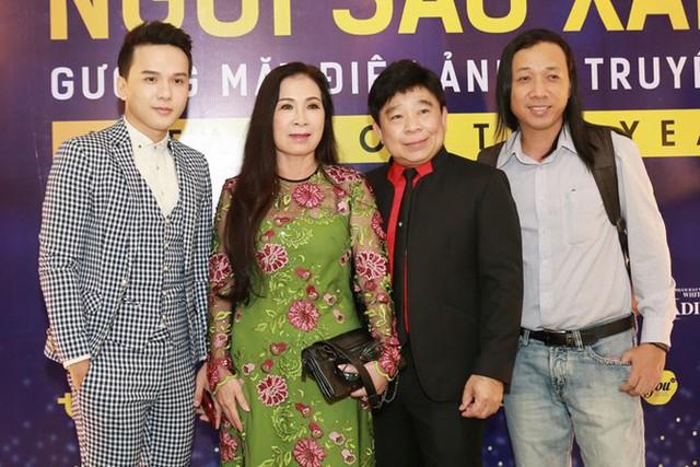 Từ trái qua: ca sĩ Khắc Minh, diễn viên Kim Xuân, ông Lâm Chí Thiện - trưởng ban tổ chức, đạo diễn Mai Thế Hiệp.
