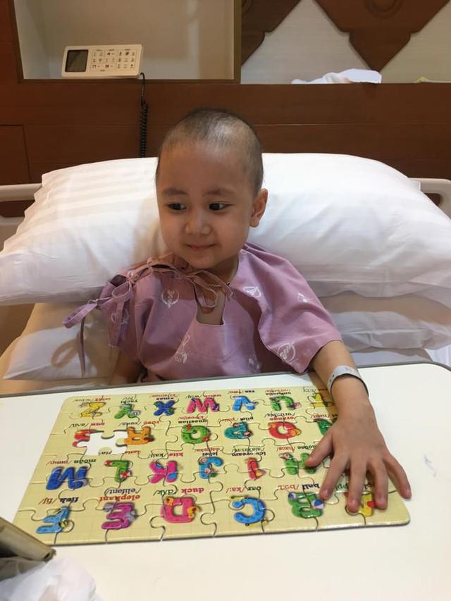 Bé Dương Quang Minh ở Thái Lan (ảnh do gia đình cung cấp).