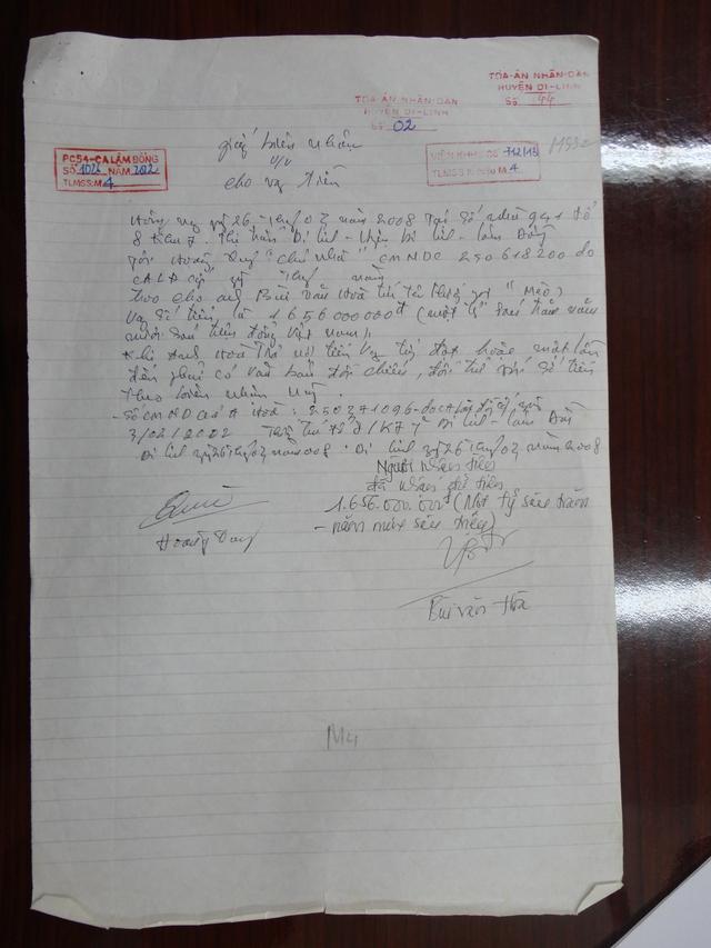 Giấy biên nhận cho vay số tiền 1,656 tỉ đồng giữa ông Hoàng Quý và ông Bùi Văn Hòa là chứng cứ thuyết phục được nguyên đơn Hoàng Quý chất vấn bị đơn là ông Bùi Văn Hòa tại tòa. (ảnh: HC)