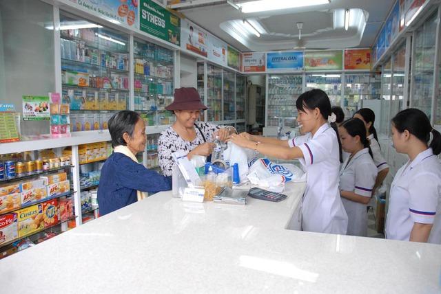 Quy định mới về giá thuốc sẽ giúp người bệnh được hưởng lợi.