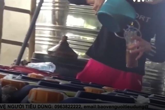 Công nghệ sản xuất rượu siêu rẻ ở Hưng Yên. Ảnh: VTV