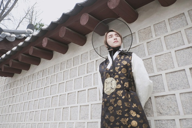 Tại cung điện nổi tiếng của xứ sở kim chi. Sơn Tùng M-TP ấn tượng với khung cảnh hoành tráng, cổ kính.