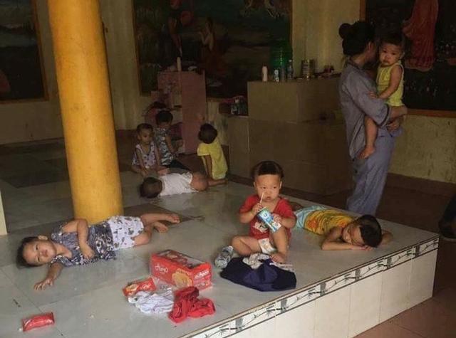Bức ảnh lan truyền trên mạng xã hội bởi cảnh nhếch nhác của những đứa trẻ sống tại Tịnh xá Ngọc Tuyền.