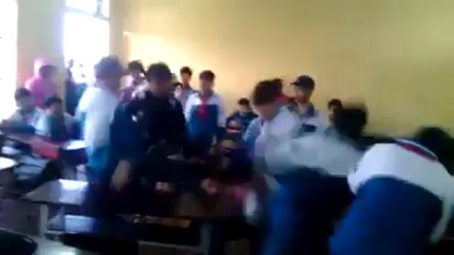 Kỷ luật 7 học sinh đánh hội đồng bạn học tại Trường THCS Nghĩa Trung (ảnh cắt từ clip).