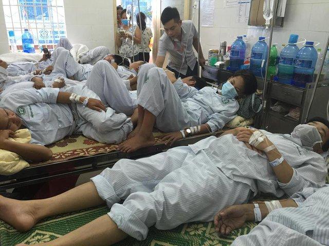 Bệnh nhân điều trị sốt xuất huyết tại BV Bạch Mai. Ảnh: V.Thu