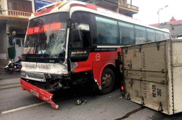 Hiện trường vụ tai nạn tại TP. Uông Bí. Ảnh: (Bạn đọc cung cấp)