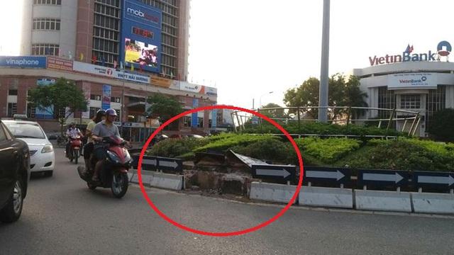 Vị trí chiếc xe ô tô của Viện trưởng Viện kiểm soát huyện Kinh Môn gây tai nạn. Ảnh: Đ.Tuỳ