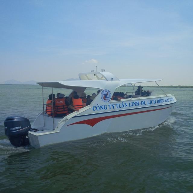 Tàu đóng bằng công nghệ PPC sẽ bị hạn chế chở đến 12 người nếu Thông tư 43 của Bộ GTVT có hiệu lực. (ảnh: HC)