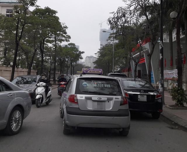 Đang có nhiều ý kiến về quy định niên hạn xe taxi. Ảnh minh họa TG