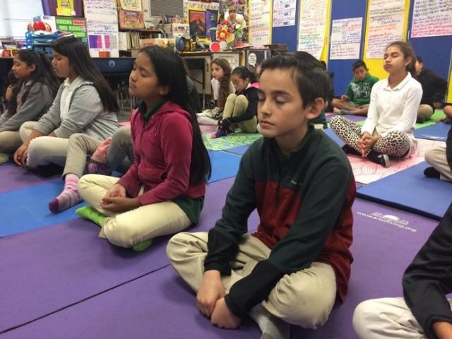 Ngày càng nhiều trường học ở Mỹ bắt đầu đưa thực hành thiền định vào chương trình học cho học sinh tiểu học