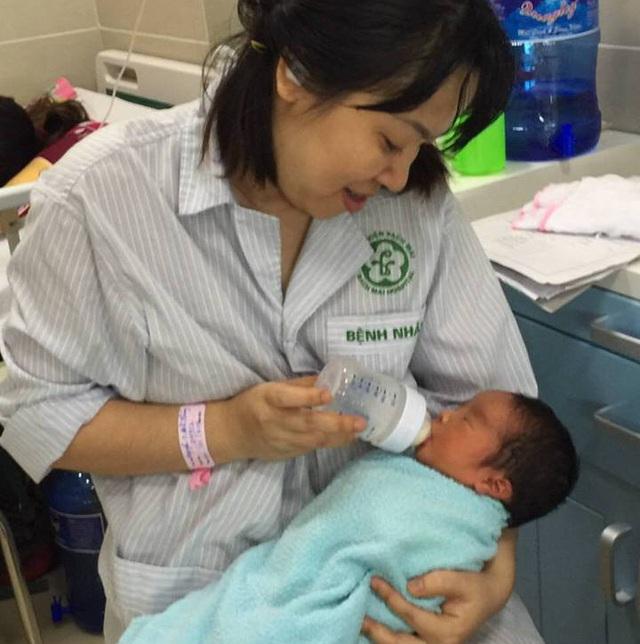 Chị Bích Thuỷ hạnh phúc ngập tràn sau 11 năm chờ đợi mới được hưởng thiên chức làm mẹ. ảnh: BVCC